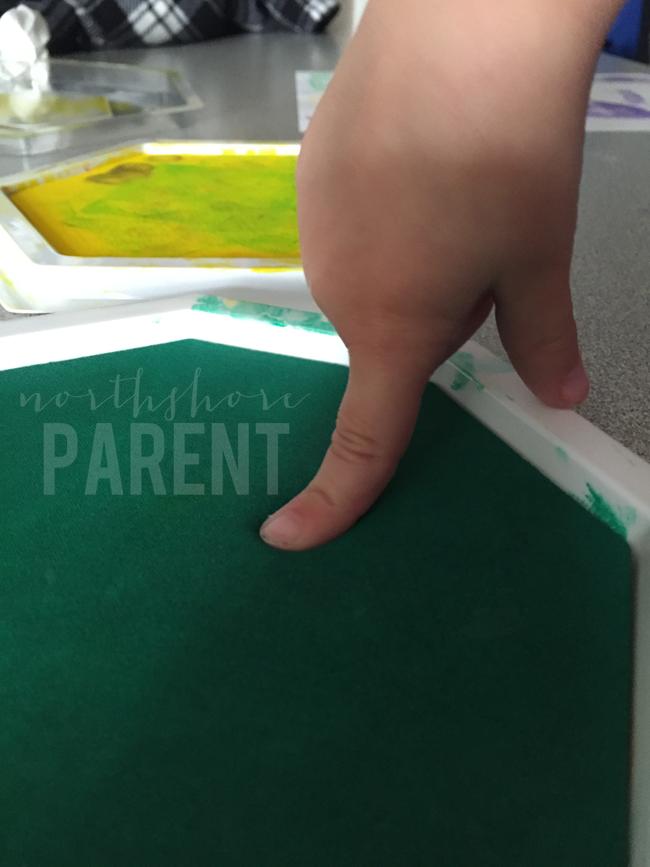 mardi-gras-handprint-craft-4
