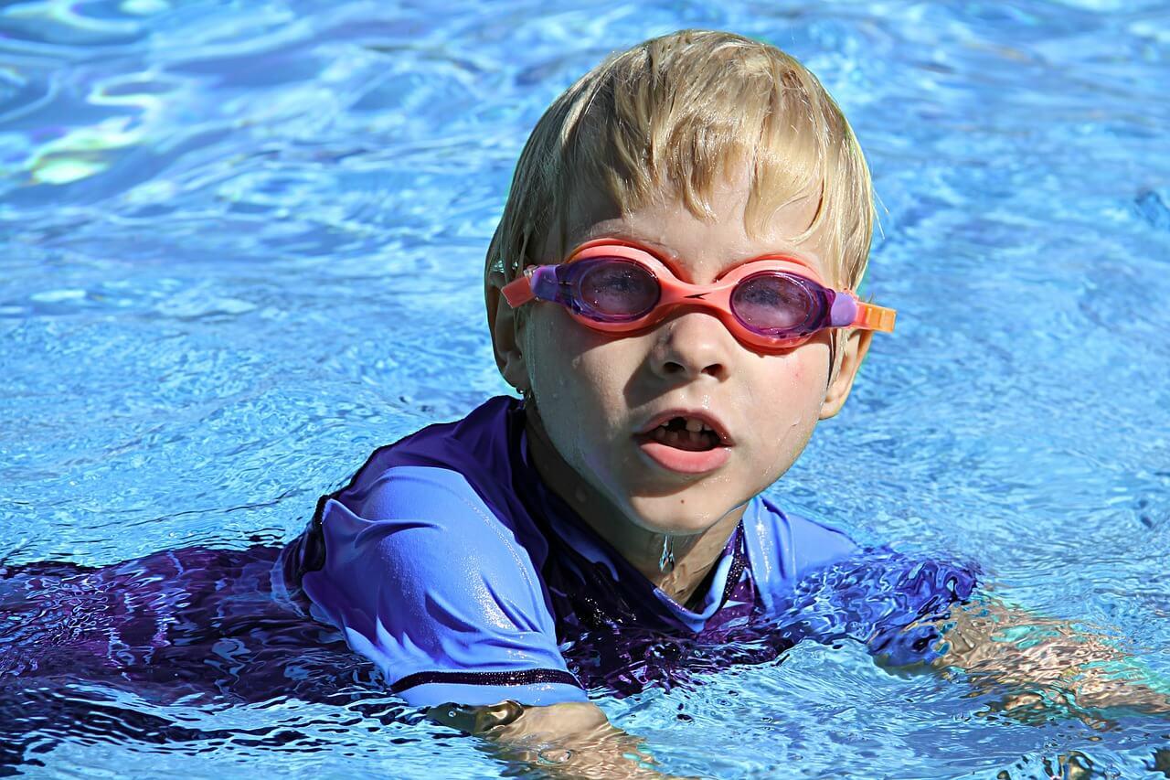 swimming-286215_1280-2