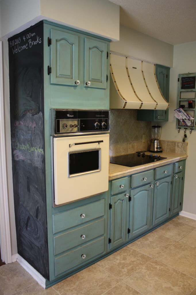 Painting kitchen cabinets with annie sloan chalk paint for Can i paint kitchen cabinets with chalk paint