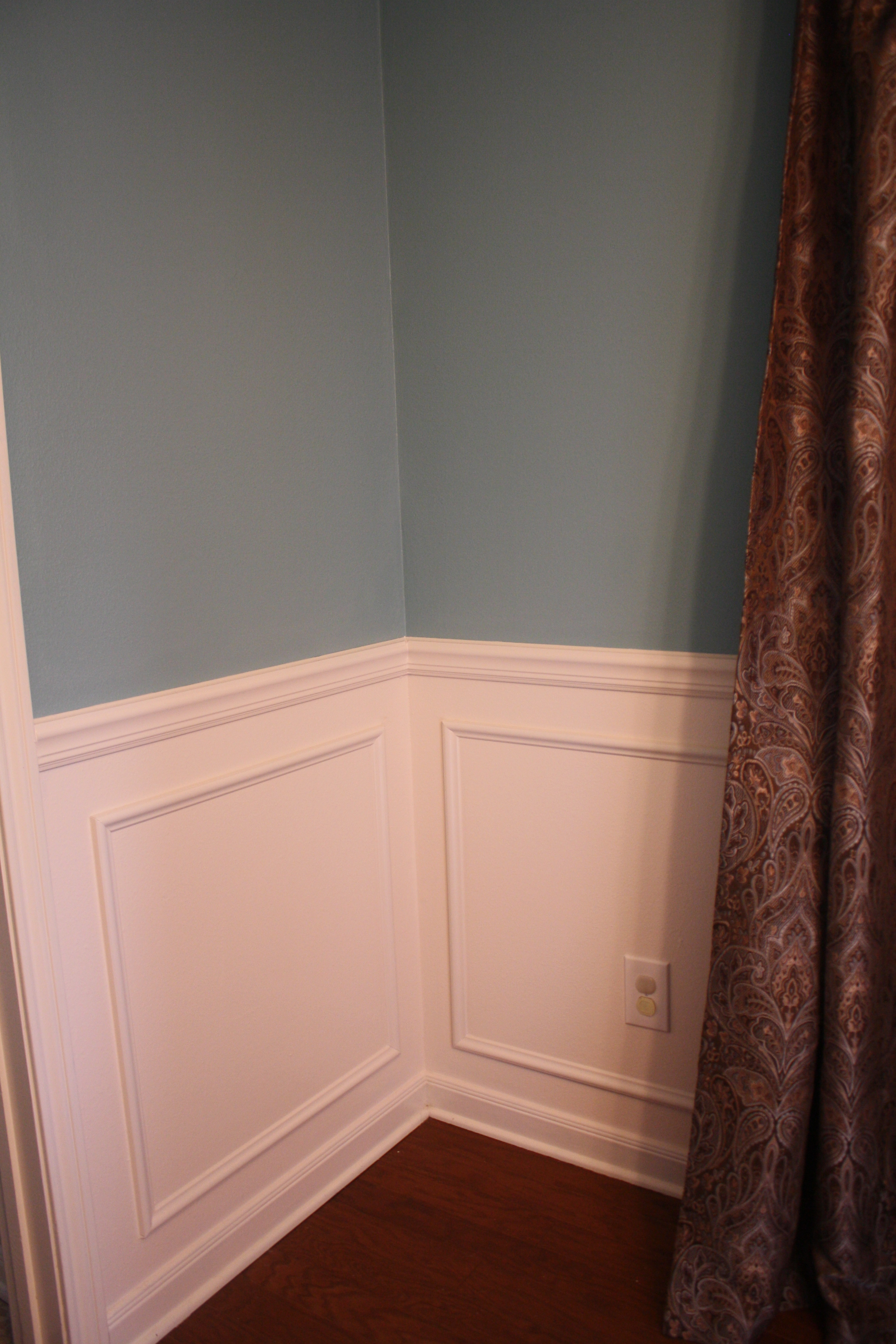 Caulking A Chair Rail Part - 32: Before I Caulked, I Had A HUGE Gaping Hole In That Inside Corner Of The Chair  Rail. Caulk And Paint Hides It Beautifully. Also, Pay No Attention To My ...